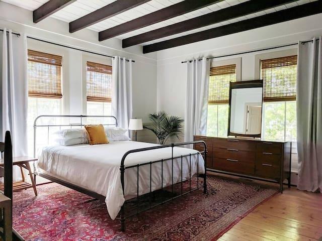 Guest Suite in Coastal Cottage (Queen & Full Bath)