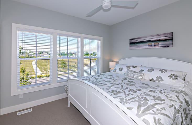 upper king bedroom