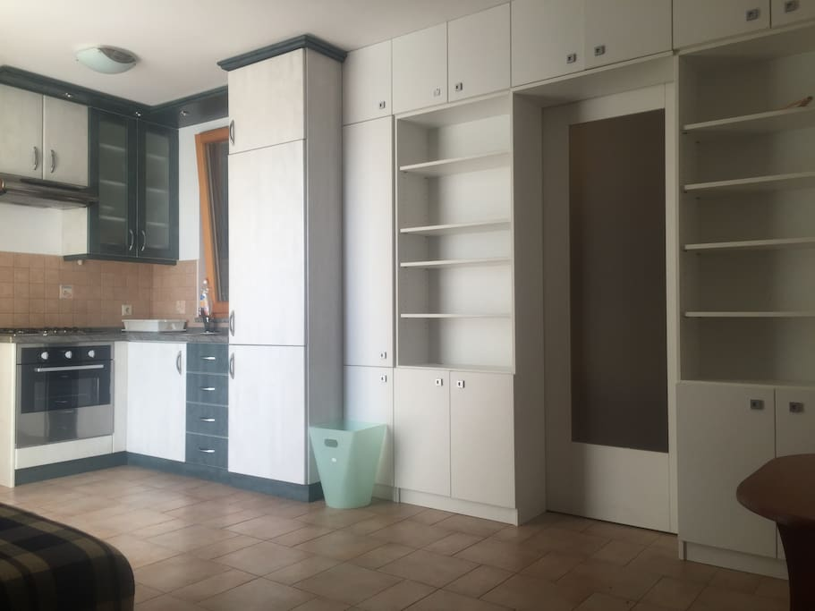 Fully equipped kitchen with living room.