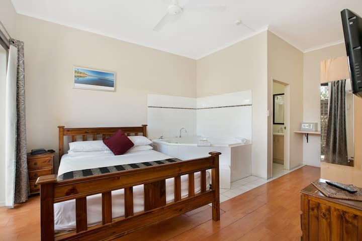 Cairns City Sheridan - Spa Suite