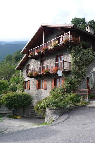 Independent apartment, furnished. - Saint-vincent - Bed & Breakfast