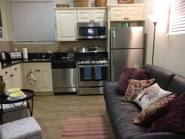 FULLY EQUIPPED PRIVATE MINI APT - Los Angeles - Leilighet