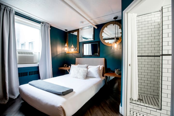 358 BOUTIQUE HOTEL | BESIDE ROGERS PLACE | LUX