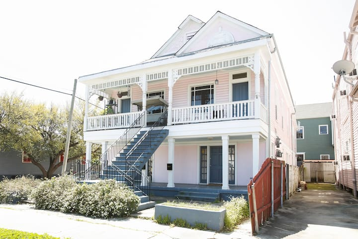 Classic New Orleans/ Modern Inside! - New Orleans - Apartment