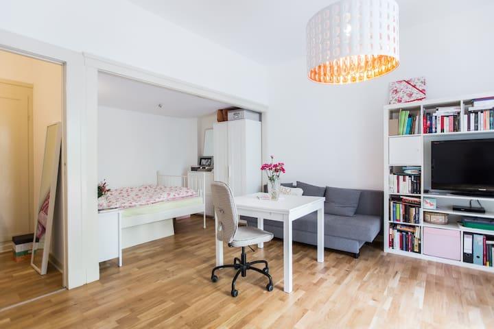 Schöne Whg in Charlottenburg/ Large beautiful apt. - Berlin - Apartament