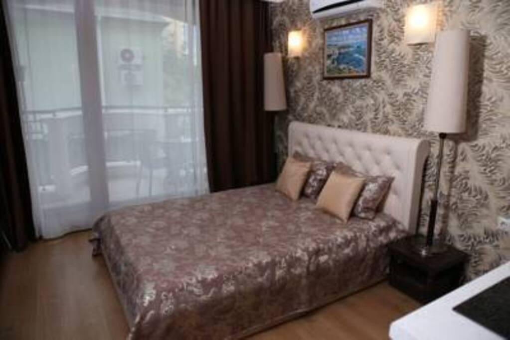 Schlafzimmer + Küche