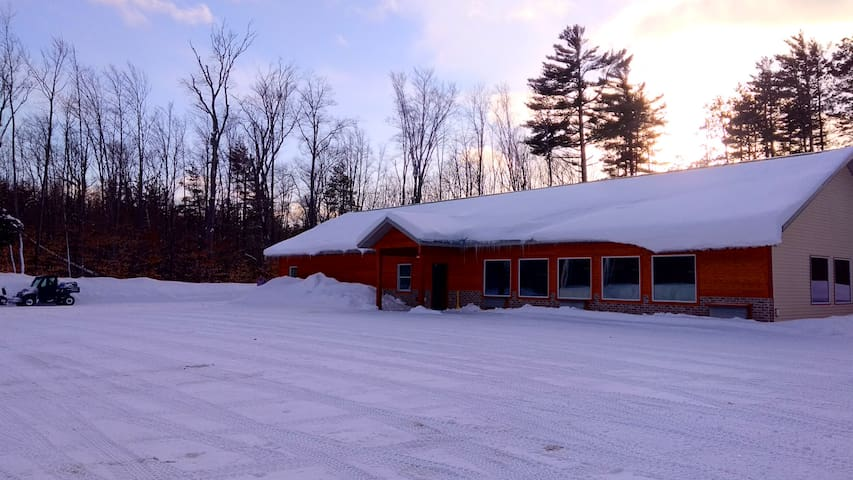 Beautiful- Private Lodge/ 15 miles from Munising.