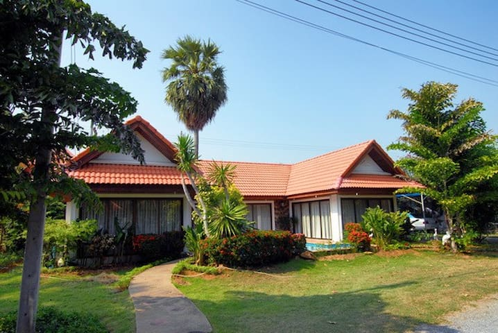 Beach House with Large Living Room - Pran Buri - Villa