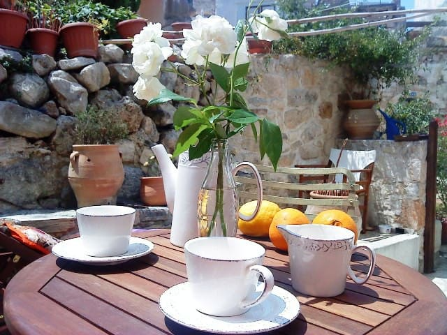 """CHARMING CRETE  COTTAGE """"COUNTRY"""" - Kalyves - Hus"""