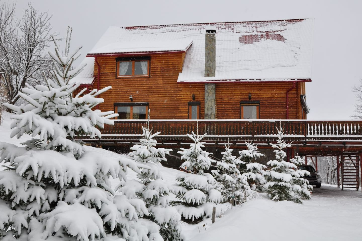 The Carpathian Log Home, perfect for ski or relaxation.