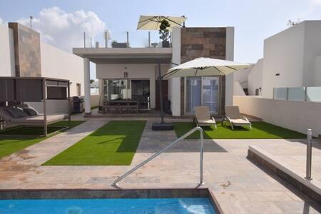 Villamartin- Superb villa with private pool