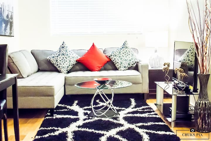 Cozy Apartment mins from downtown. (Free Parking)
