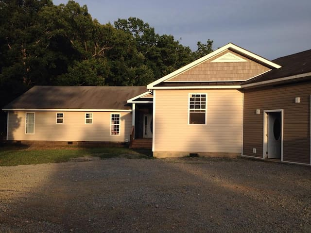Private Guest House in White/Adairsville Exit 296