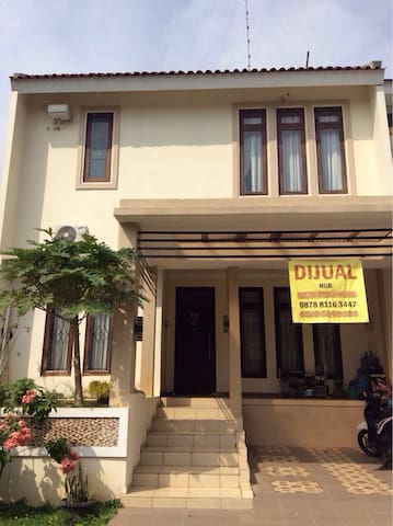 4BD house in quiet secure complex - Semarang - House