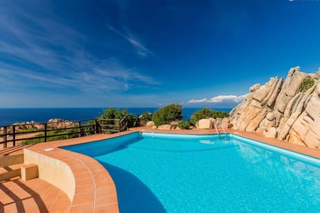 Bouganville 2 seaview and shared pool - Costa Paradiso - 独立屋