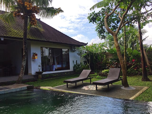 Sradha Villa -Familyroom with private pool in Ubud