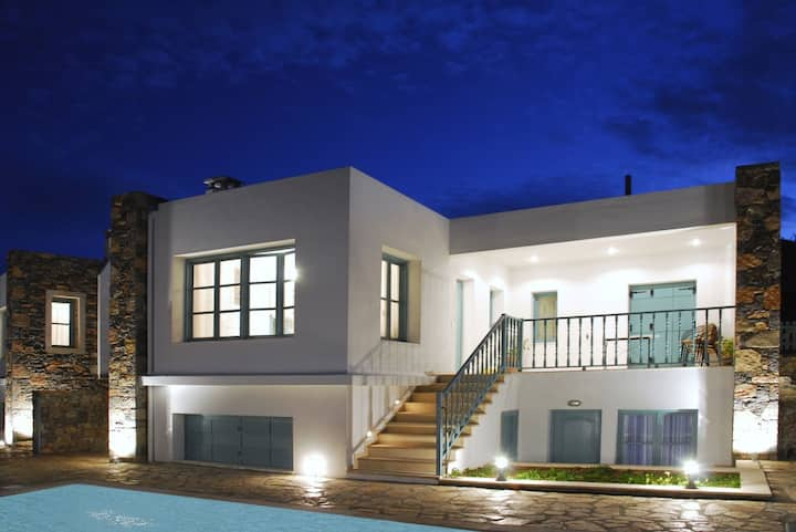 Luxury Villa with valley & sea views in Mohlos