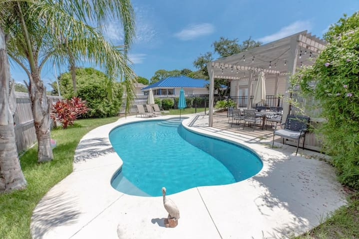 PELICAN RETREAT | PRIVATE POOL | CLOSE TO DOWNTOWN