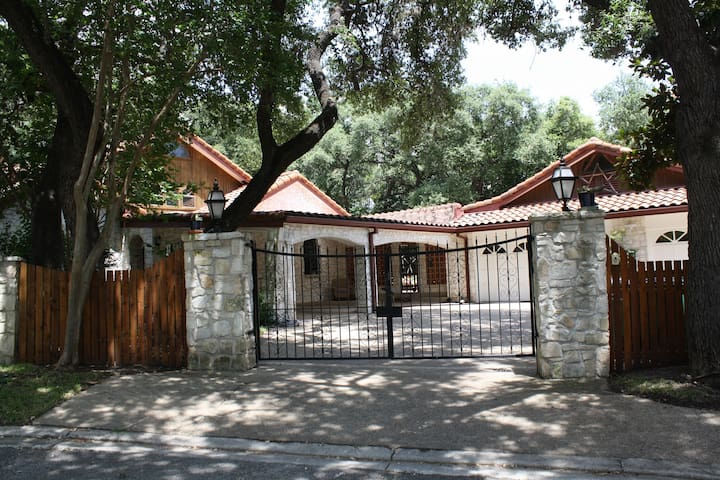 Hacienda - Paradise in the Heart of San Antonio - San Antonio