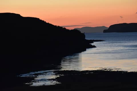 Stunning Lochside Studio, Isle of Skye