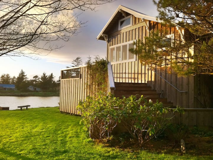 Historic Riverfront Cabin w/Hot Tub