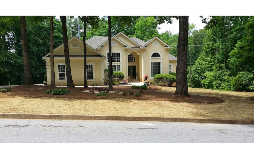 Beautiful Home Close to Atlanta and the Airport - Lake Spivey - Dom