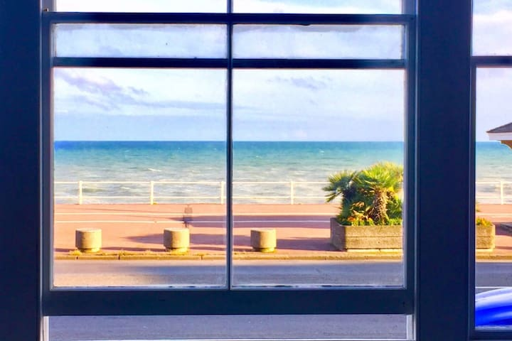 St Leonards Beach View Holiday Suite