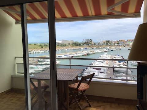 Appartement vues port de plaisance et mer