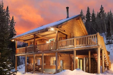 Secluded Log Cabin on 2+ acres, just 15mi to Breck