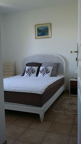 remoulins belle chambre tt confort - Remoulins, 30210 Occitanie, FR - Lejlighed