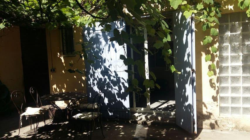 Charmant appartement, terrasse sur cour, wifi