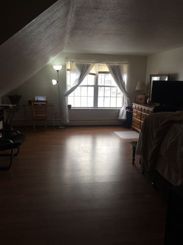 Center of Town Apartment near Mountains - Royalton - Flat
