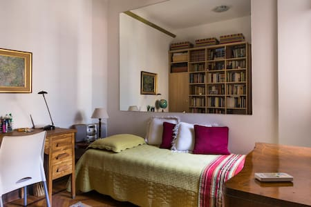 Cozy room in historic building - Buenos Aires - Apartment