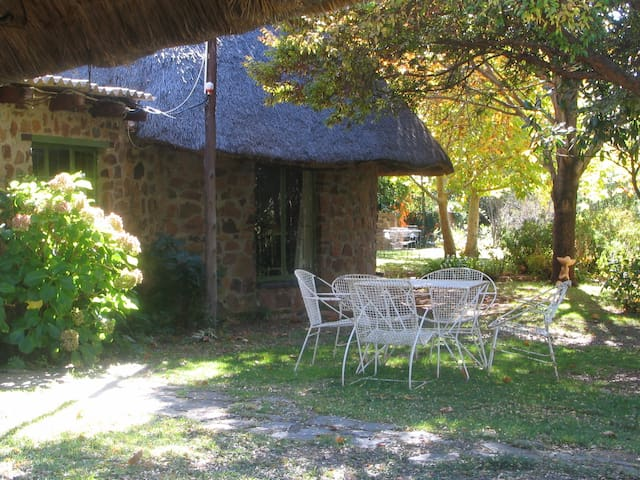 Private & romantic cottage on working farm - Magaliesburg