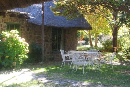 Private & romantic cottage on working farm - Magaliesburg - Chalet
