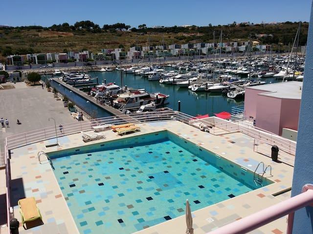T2 marina de albufeira, piscine et vue sur le port