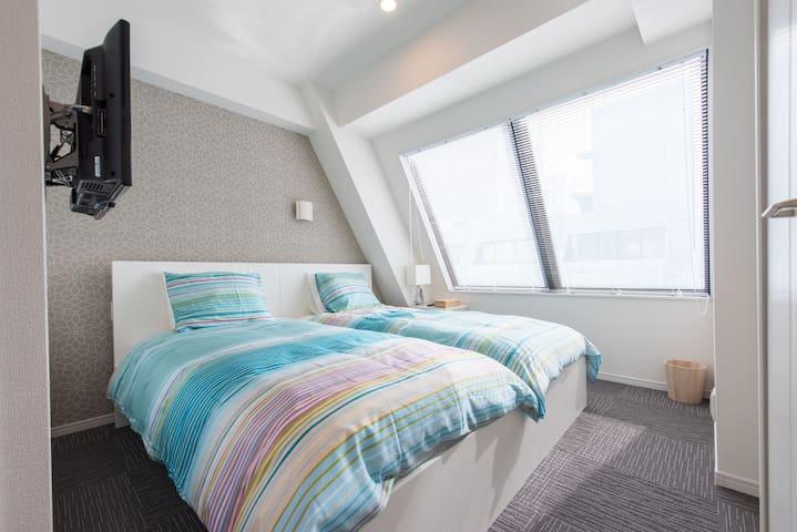Top floor New Bright apt 2 min from sta w. wifi! - Minato-ku - Apartment