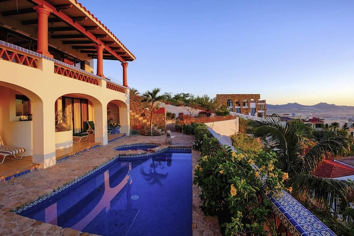 Near Downtown Cabo Perfectly Situated for Fun: Villa Joya de Law