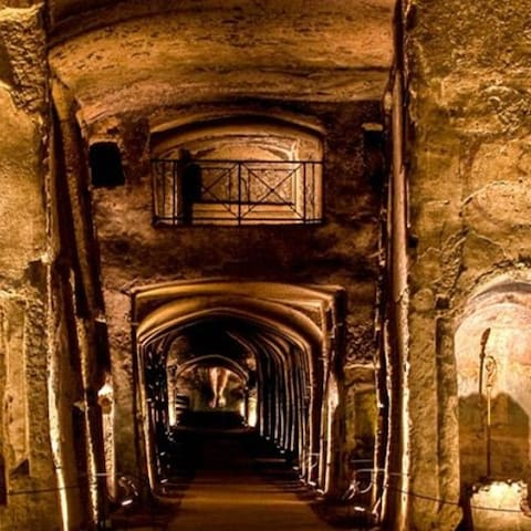 Catacombe di San Gennaro e San Gaudioso site a pochi passi da casa vacanza San felice