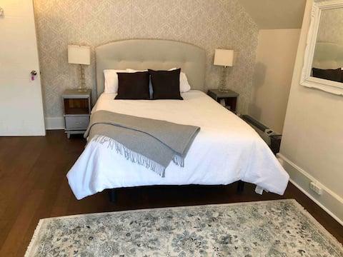 Room 6 - Warm Victorian Home in Belleville