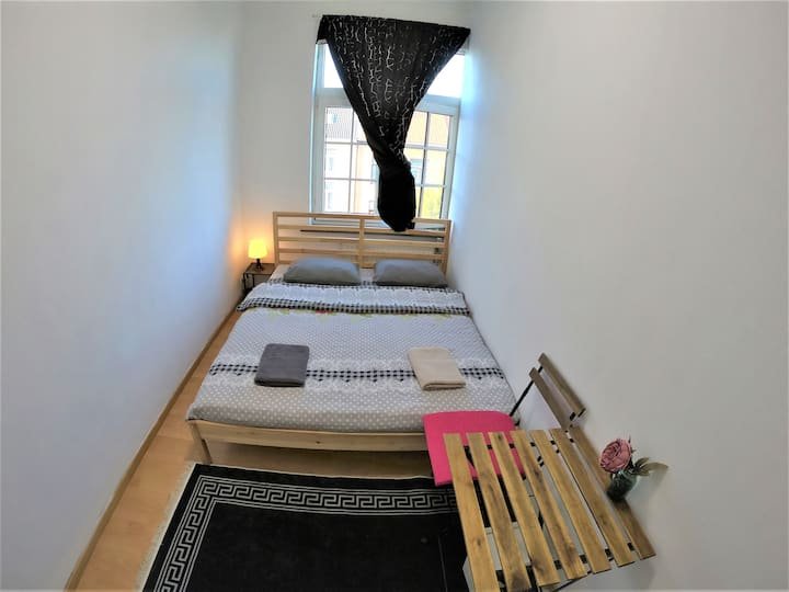 Cosy room 15' from city center & Midi station