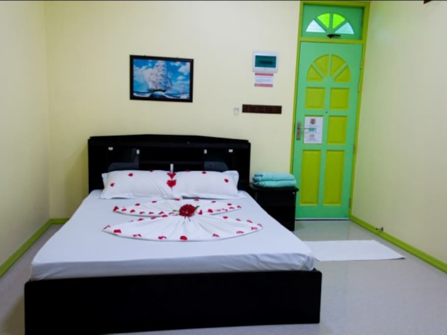 Rooms - Fully equipped with TV, Minibar, AC & Safe