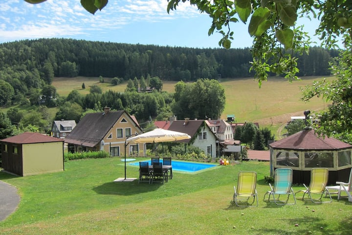 Holiday home with large garden, private swimming pool, beautiful view and directly by the piste