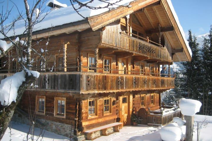 Schönes Bauernhaus mit Garten in Tirol, Österreich
