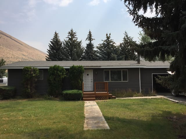 NORTH HAILEY HOME ON LARGE LOT IN GREAT LOCATION!