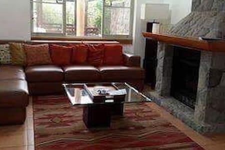 3 Bedroom Cabin House in John Hay - Baguio - Casa