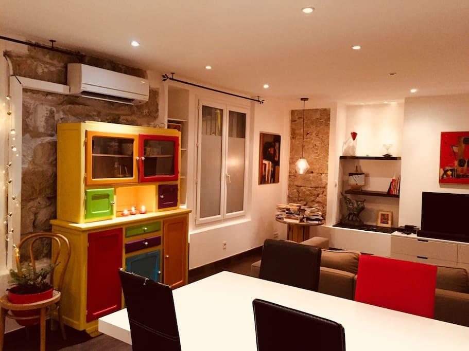 Magnifique 2 chambres 2 sdb et jacuzzi appartements for Deco appartement 42m2