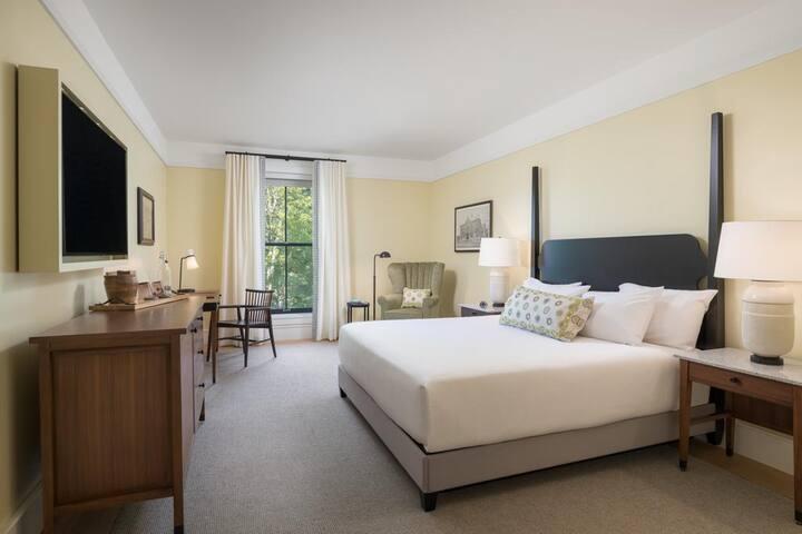 ✨ One Bedroom Queen Bed