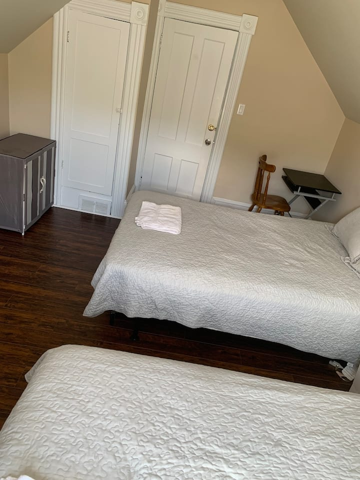 Two double beds with street view yet quiet