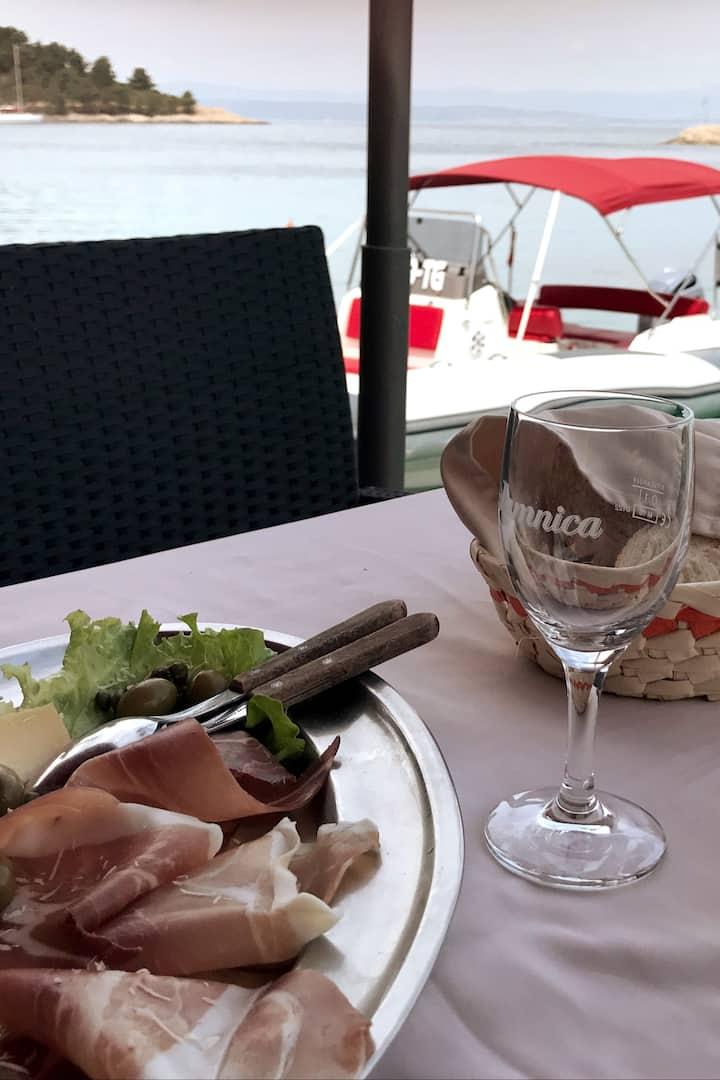 Best restaurant by the sea, island Solta